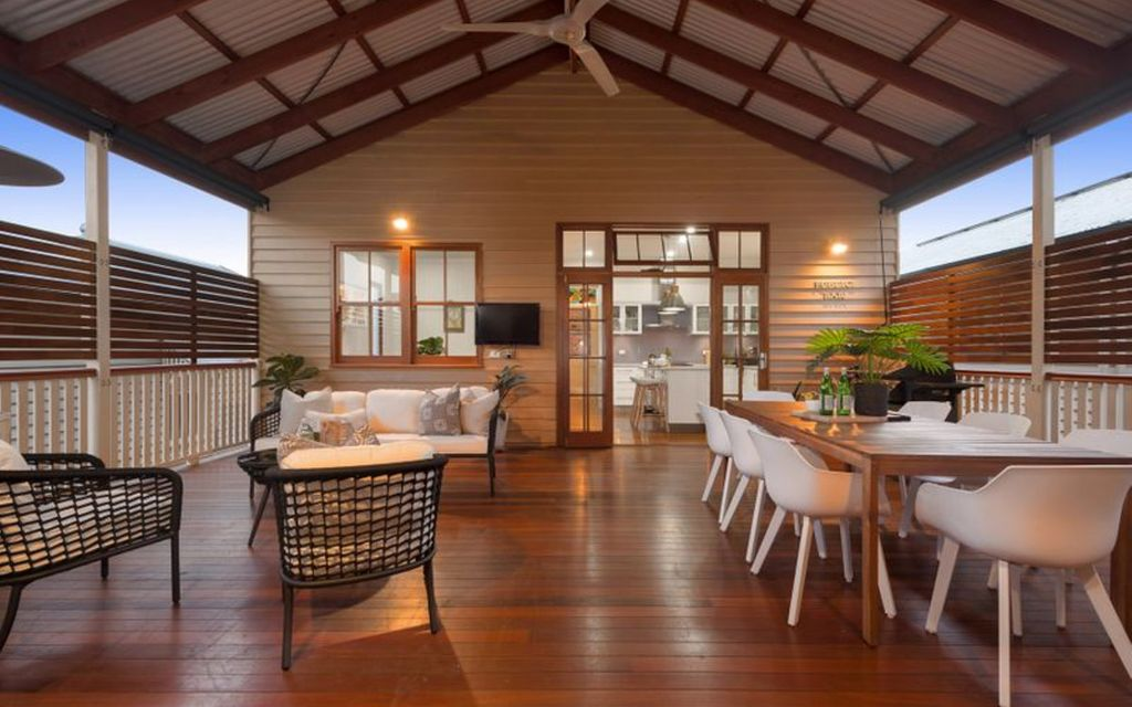 FAMILY HOME – LARGE QUEENSLANDER WITH DUAL LIVING