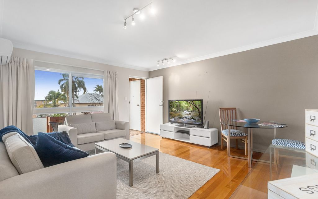 ELEVATED APARTMENT IN CONVENIENT CLAYFIELD LOCATION