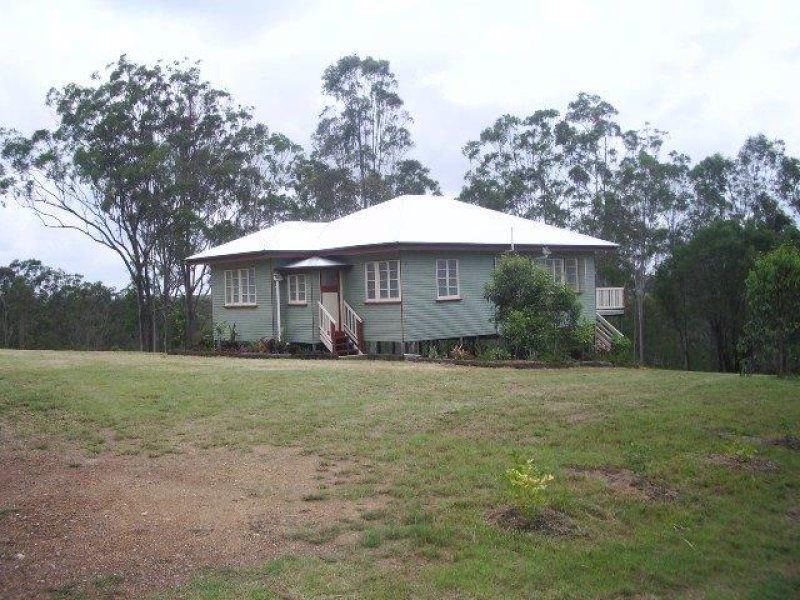 Contemporary Queenslander on 3221sqm