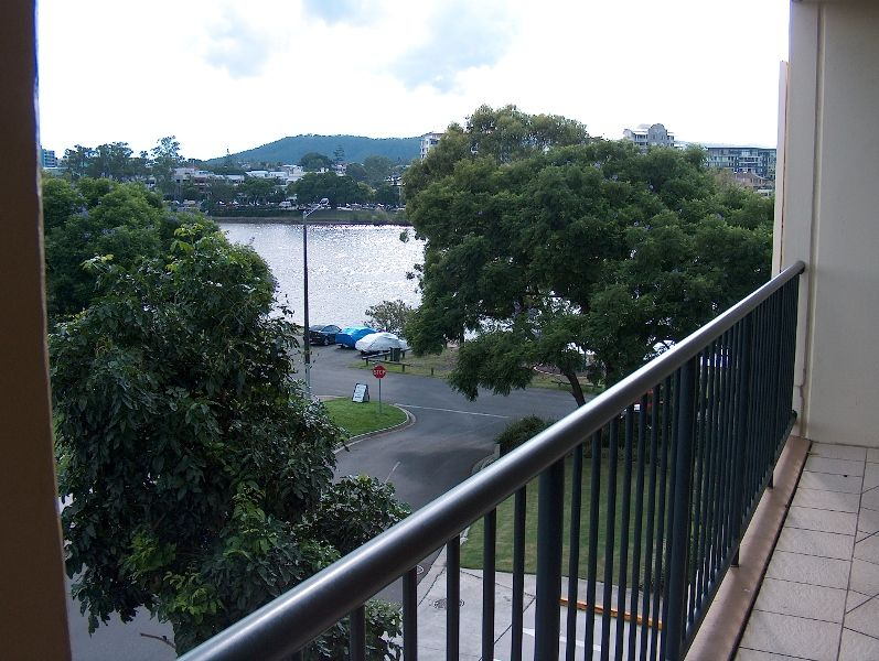 Female Person to Share – 3 Bed River Front Apartment!