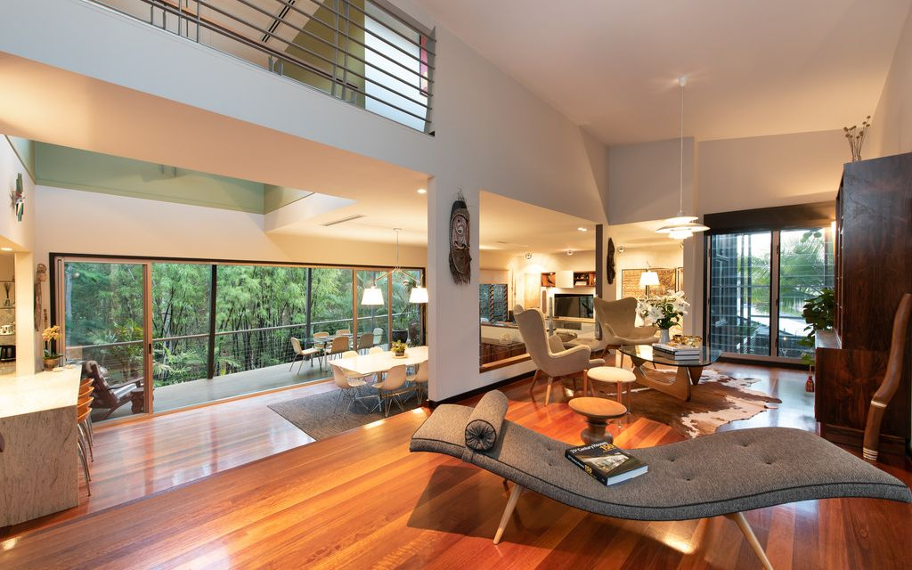 MODERN TRI-LEVEL WITH LUSH GREEN OUTLOOK