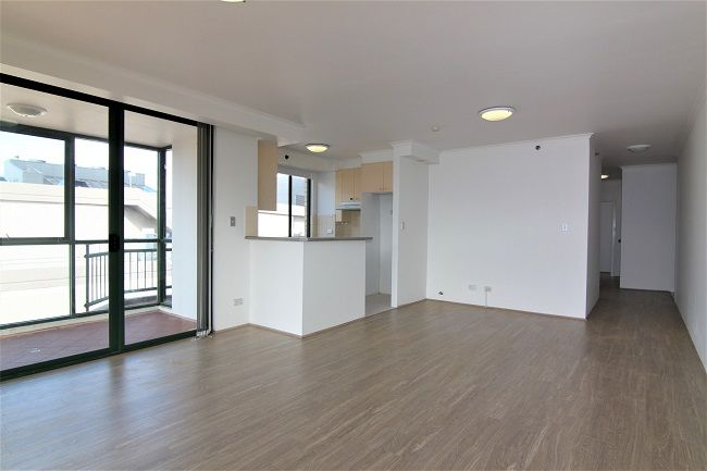 North facing 3 bedroom apartment, freshly painted with new floorboards
