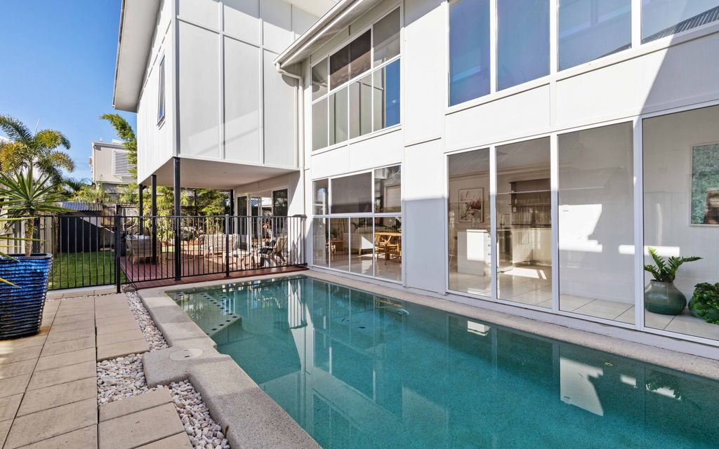 Modern and Contemporary spacious home located in sought after Kawana Island Precinct