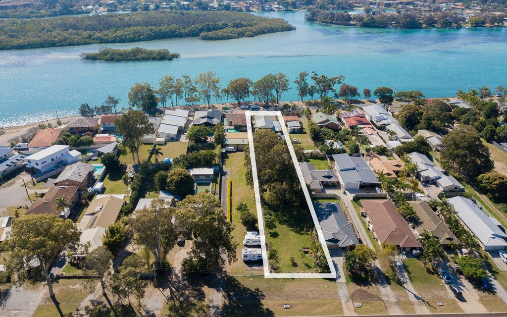WATERFRONT 2300m2 DUAL LIVING AND DUAL STREET FRONTAGE