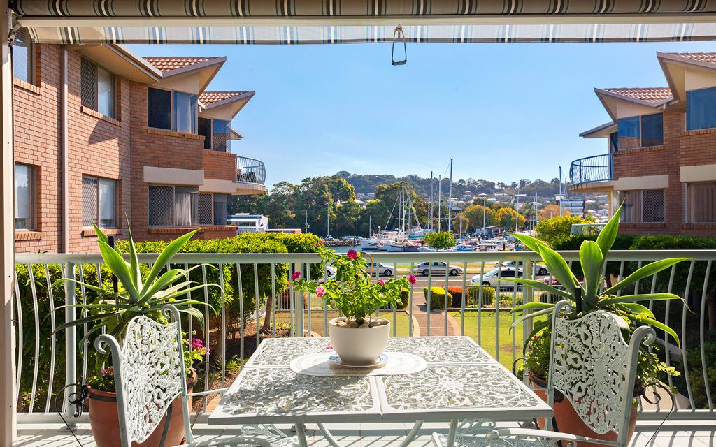 STUNNING HARBOUR WATER VIEWS IN CONVENIENT CENTRAL LOCATION