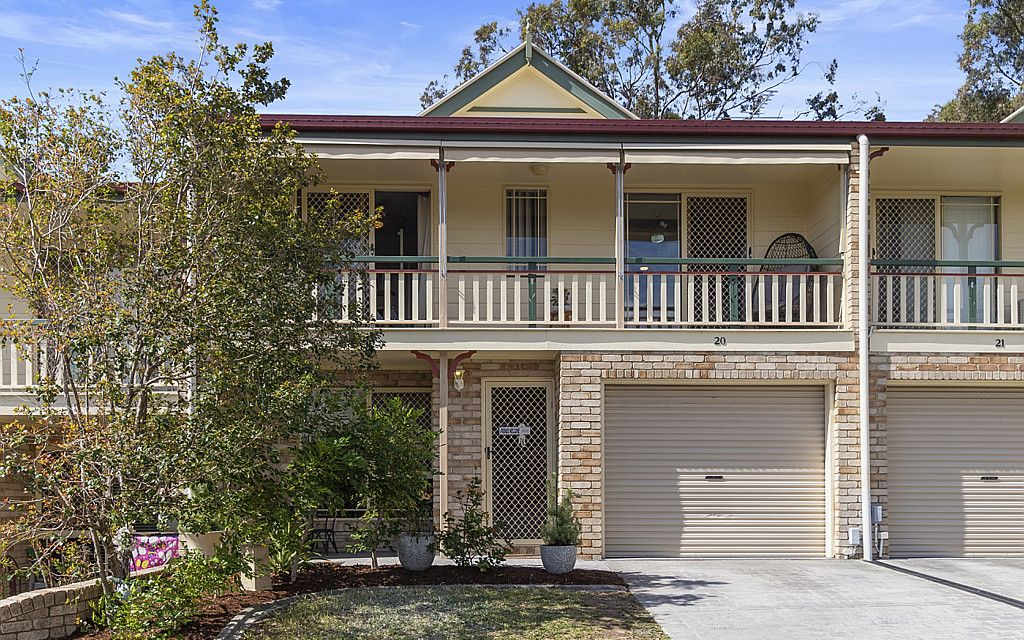 IMMACULATE ENTRY LEVEL TOWNHOUSE IN THRIVING TINGALPA