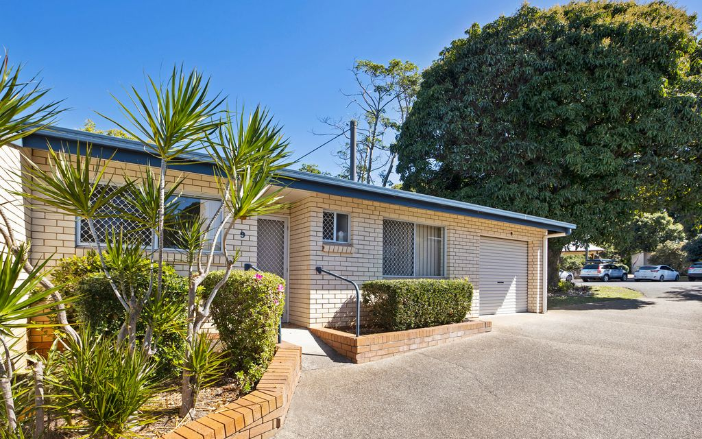 Central single level unit in the heart of Buderim township