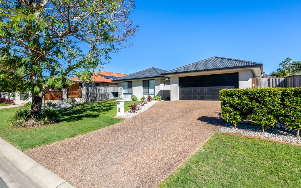 NEAT AS A PIN, SPACIOUS FAMILY HOME IN REGATTA WATERS