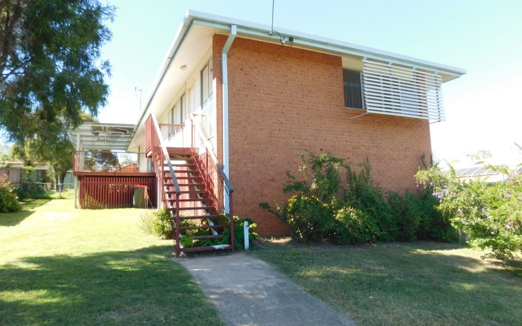 Brick & Hardiplank Home on 1015m2 Allotment