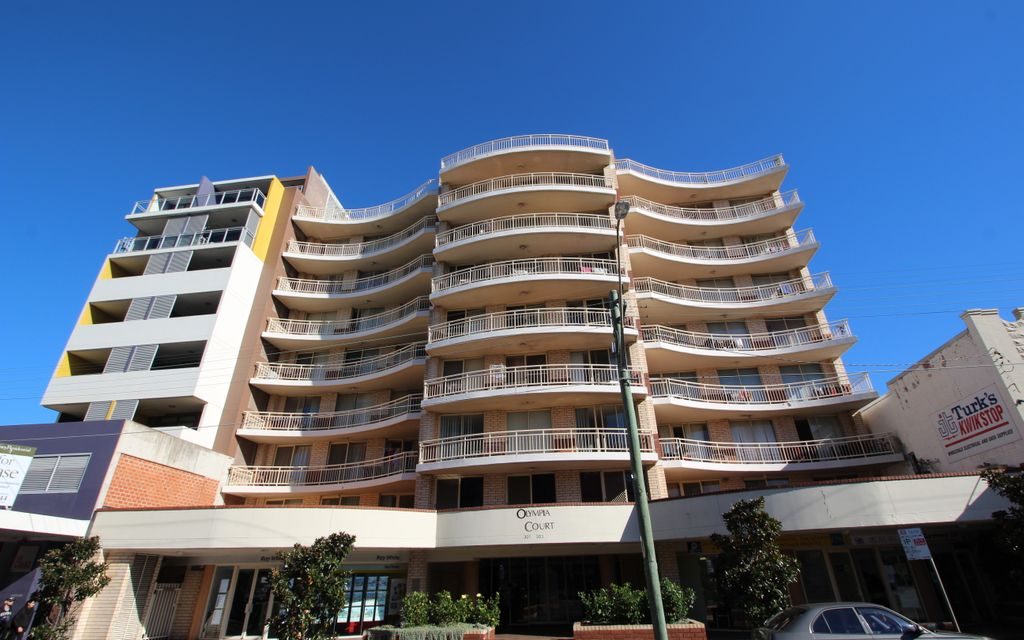 CONVINIENT AND CENTRALLY LOCATED AT THE HEART OF KINGSFORD