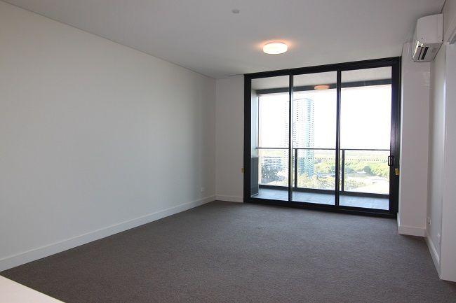 Boomerang Tower | Near new luxury one bedroom plus study room