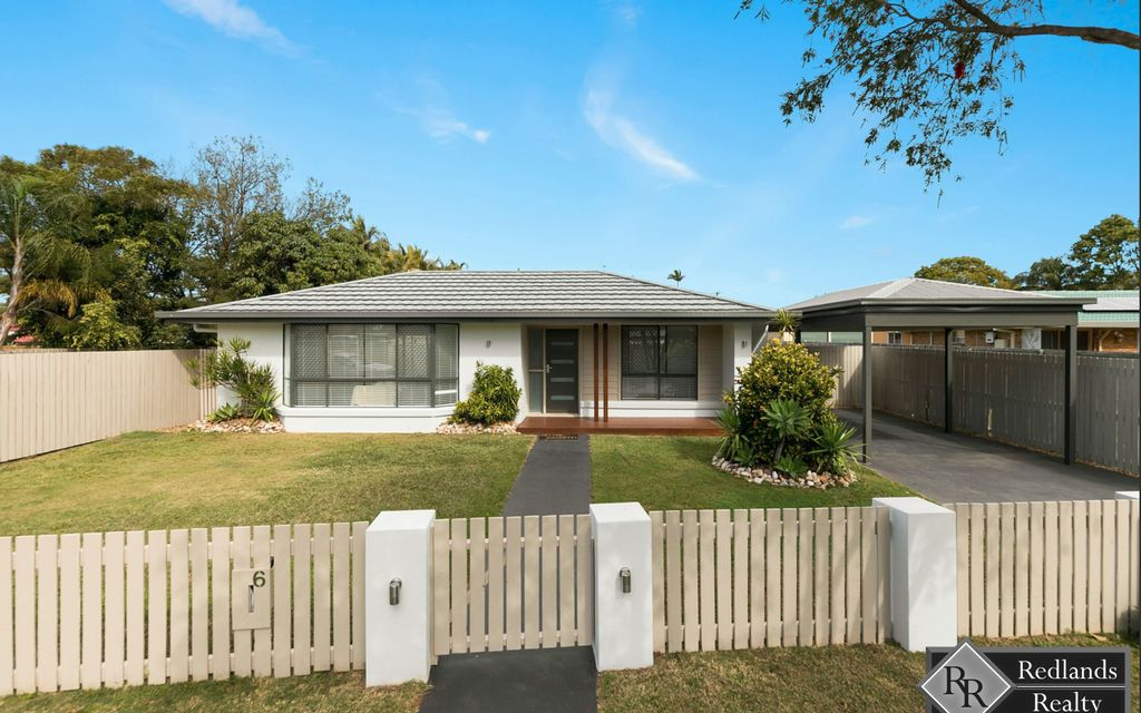 CONTEMPORARY & CENTRAL VICTORIA POINT LIVING!