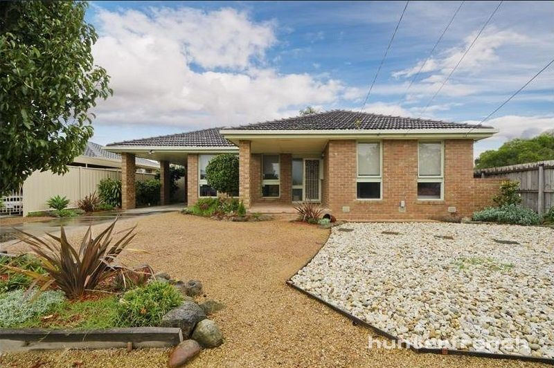 LARGE FAMILY HOME IN HOPPERS CROSSING
