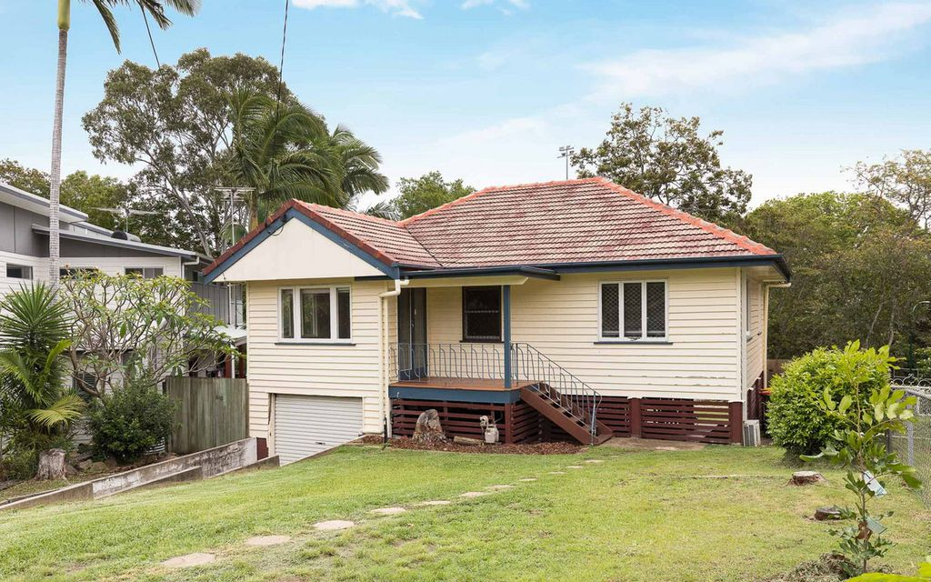Spacious post war home perfect for your family