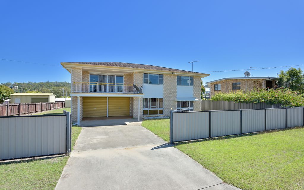 Neat & tidy highset home with huge rumpus, pool and side access for a shed!!