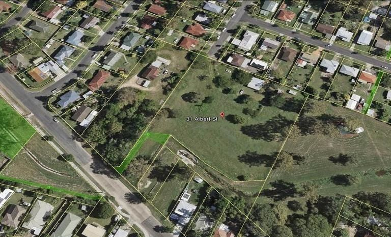 Big Block of Land In Suburban Area – Great for Community Site or Townhouses