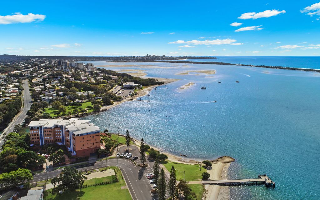 Iconic Position – Tranquil Waterfront Living !!