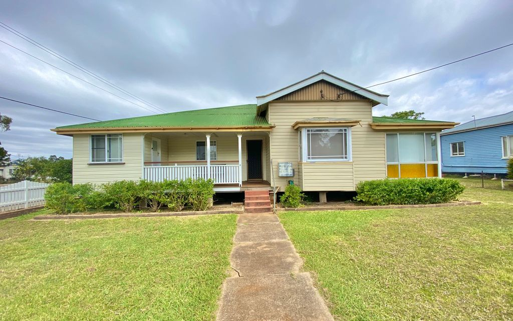 Fully Furnished Timber Home Close to Town