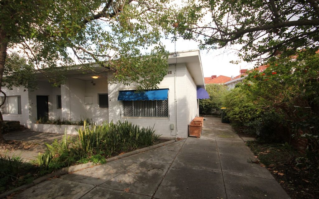 CUTE 1 X 1 REAR UNIT IN EXCELLENT SOUTH PERTH LOCATION!