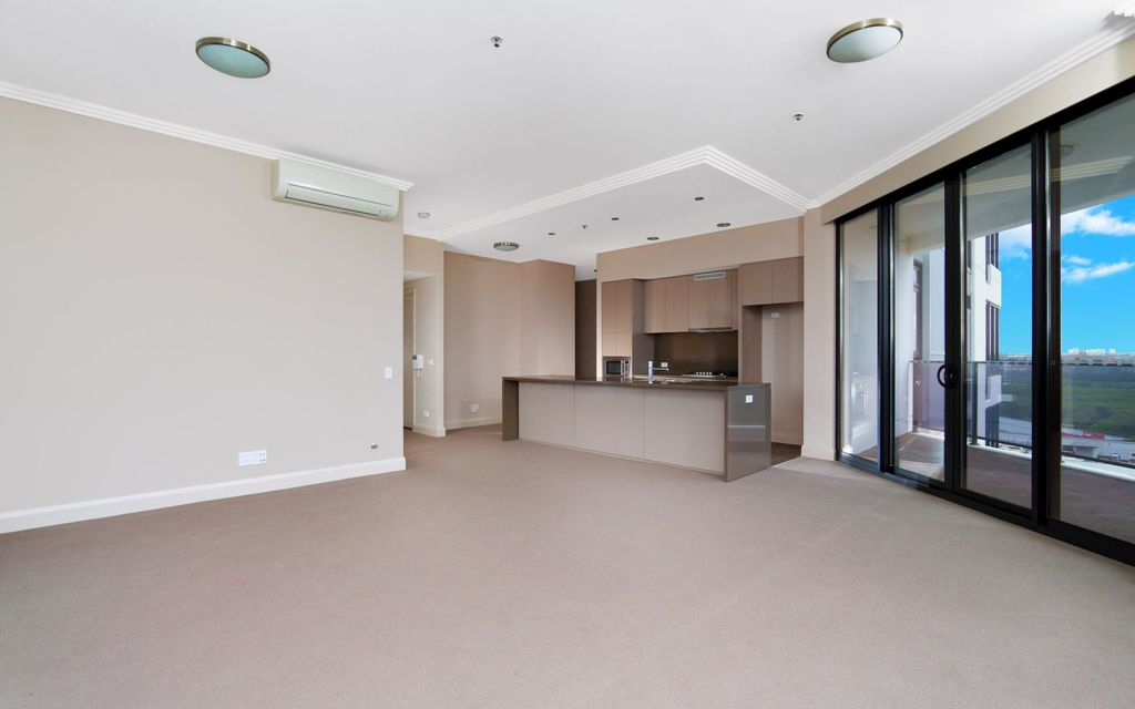 Two-bedroom apartment offering large internal floor area & magnificent 270 degree views!