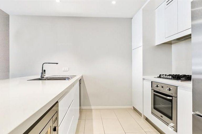 Large 2-bedroom apartment + Study!