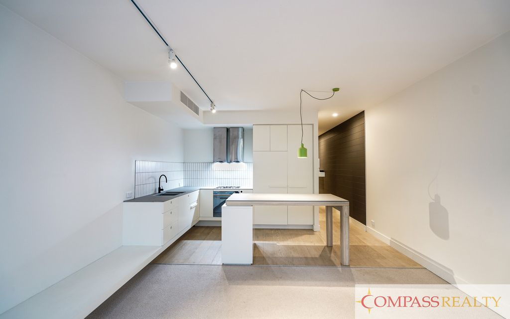 LIKE NEW DESIGNER APARTMENT IN GARDEN HOUSE, WATERLOO