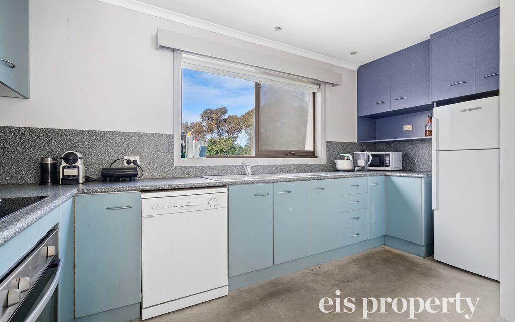 5 Bedroom, 2 Bathroom – Within Walking Distance To CBD