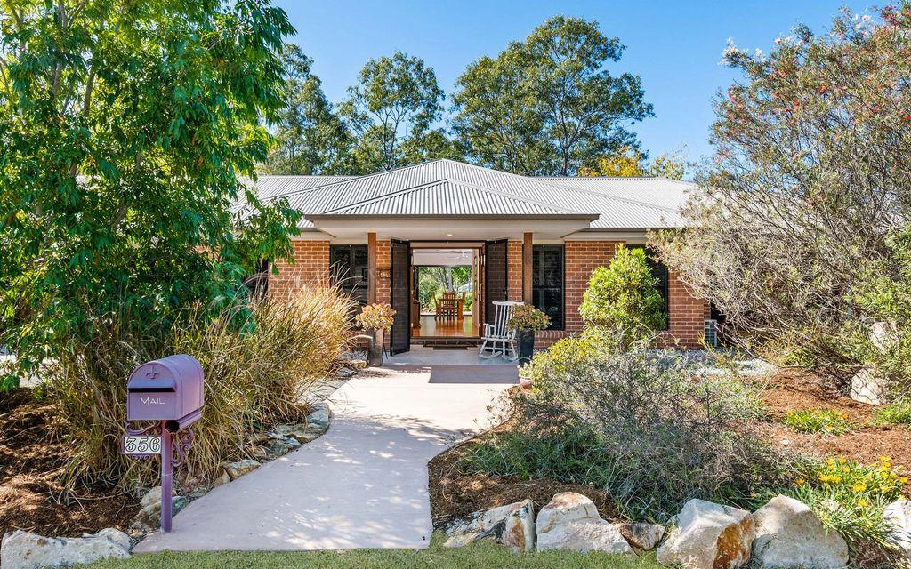 Stunning bushland retreat offers elegant modern living