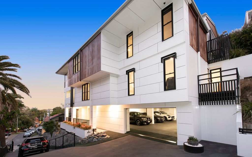 MASSIVE REDUCTION –  A NEW BENCHMARK IN LUXURY LIVING – OVER 800sqm OF LIVING SPACE