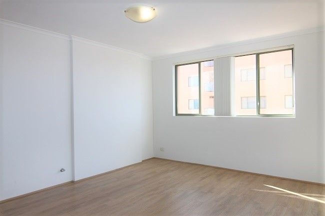 Renovated 1-bedroom apartment with  floorboards