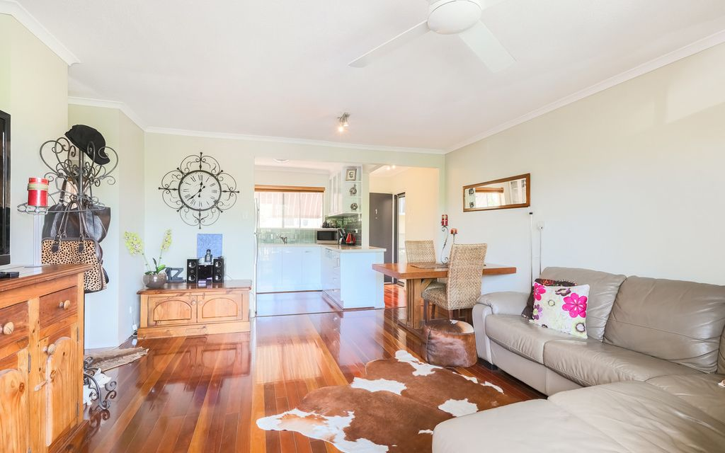 Beautifully Renovated With A New Luxury Kitchen!