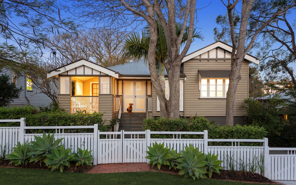 FOREVER HOME – GRAND LIVING WITH TIMELESS APPEAL