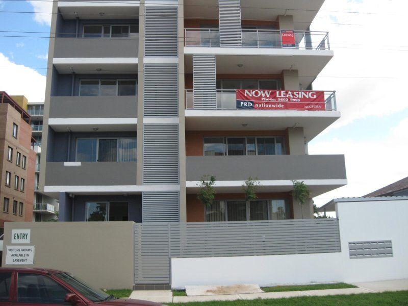 Large Modern 3 Bedroom unit with en-suite & double parking space.