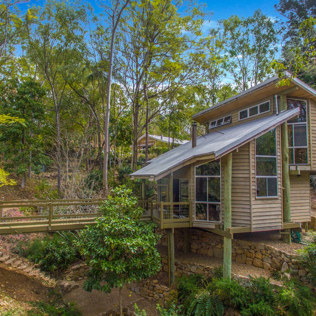 ONE OF A KIND TREEHOME RETREAT WITH GRANNY-FLAT