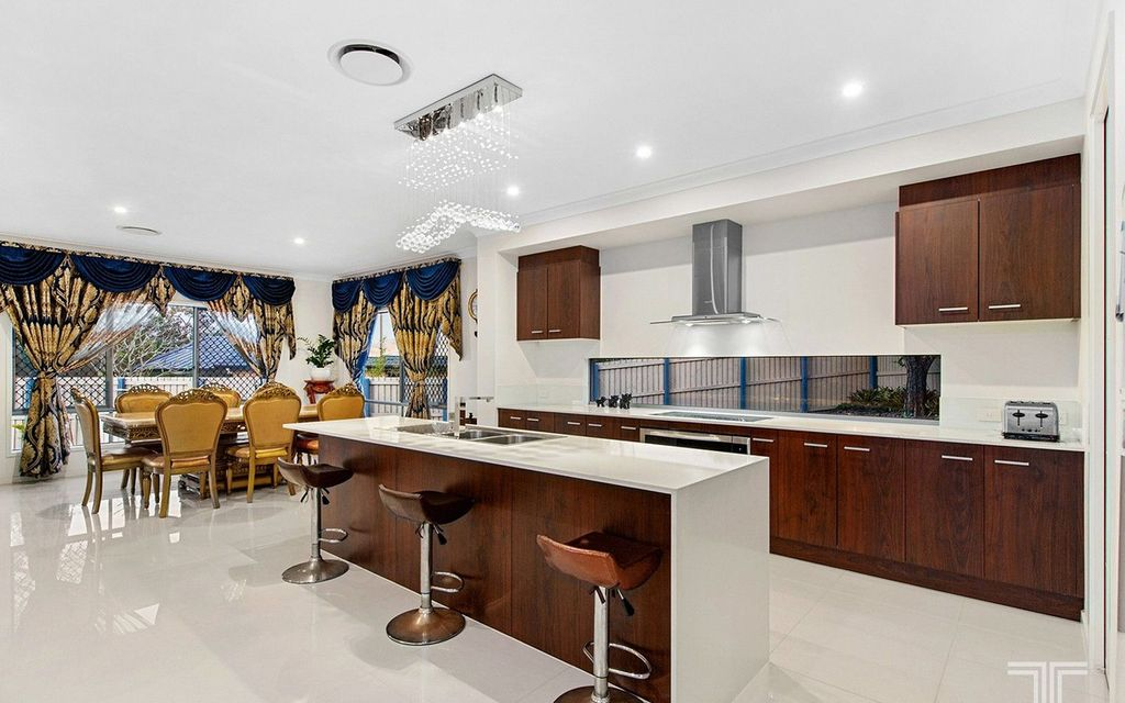 Luxury Living For the Large Family on 815m2