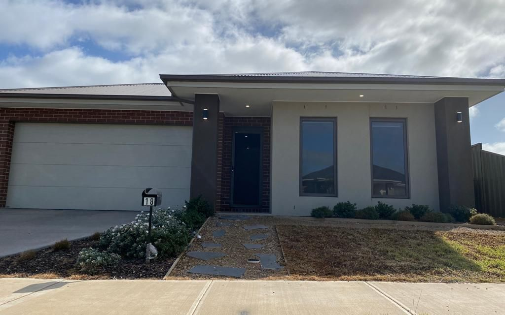 Spacious 4 Bedroom Family Home, Perfect Location in Werribee