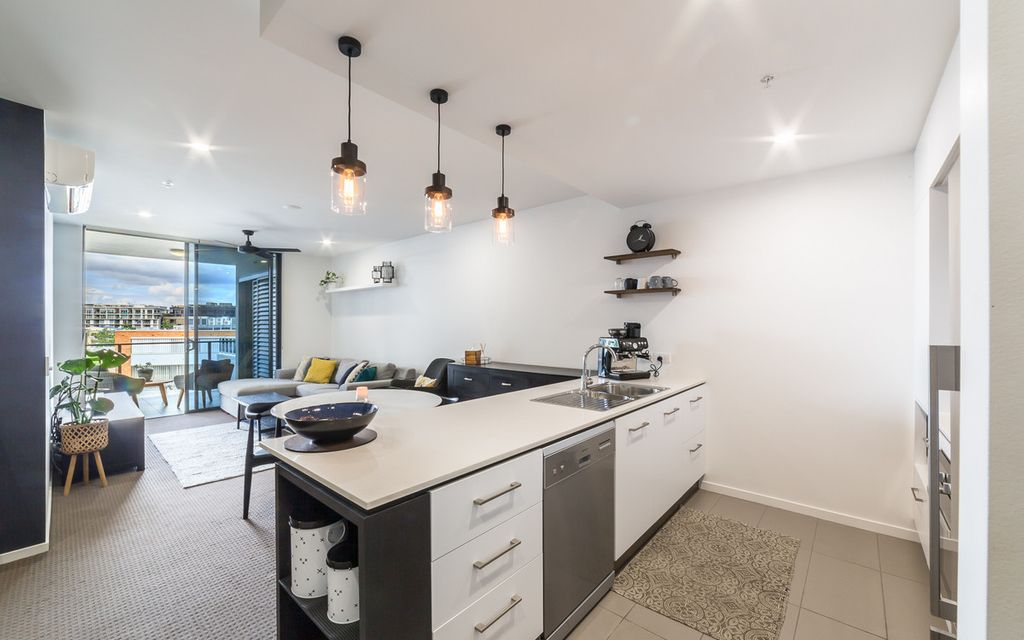 Superb Modern Unit in Ideal Newstead Location
