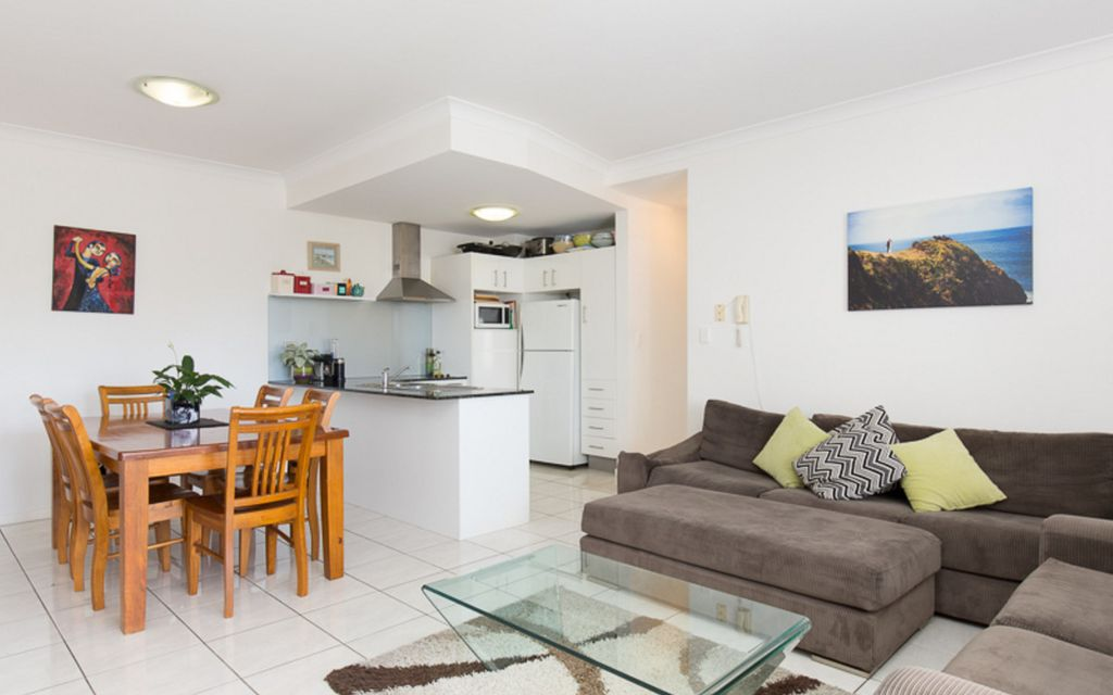 Magnificent Unit in Auchenflower With A View