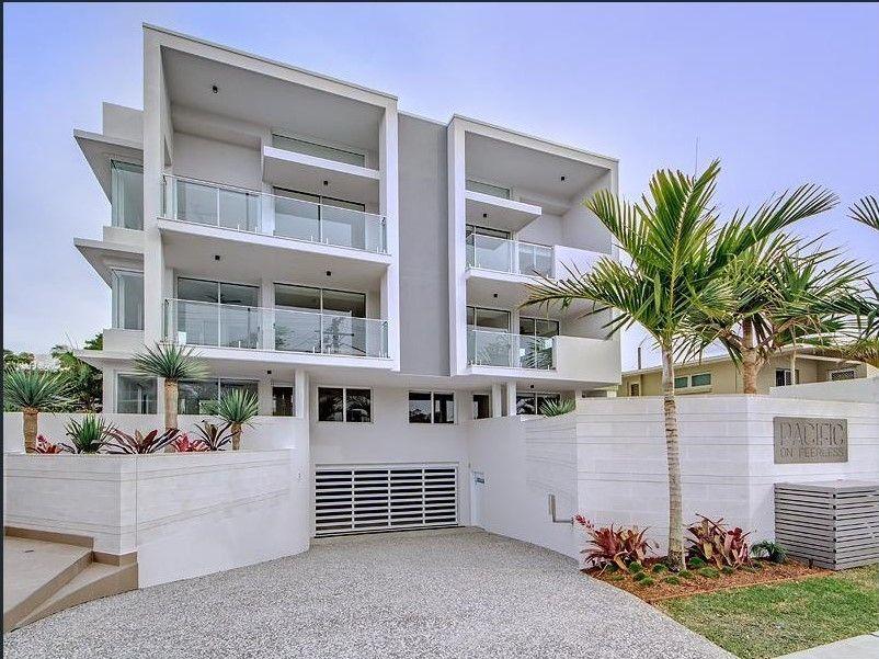 Modern Mermaid Beach Apartment!