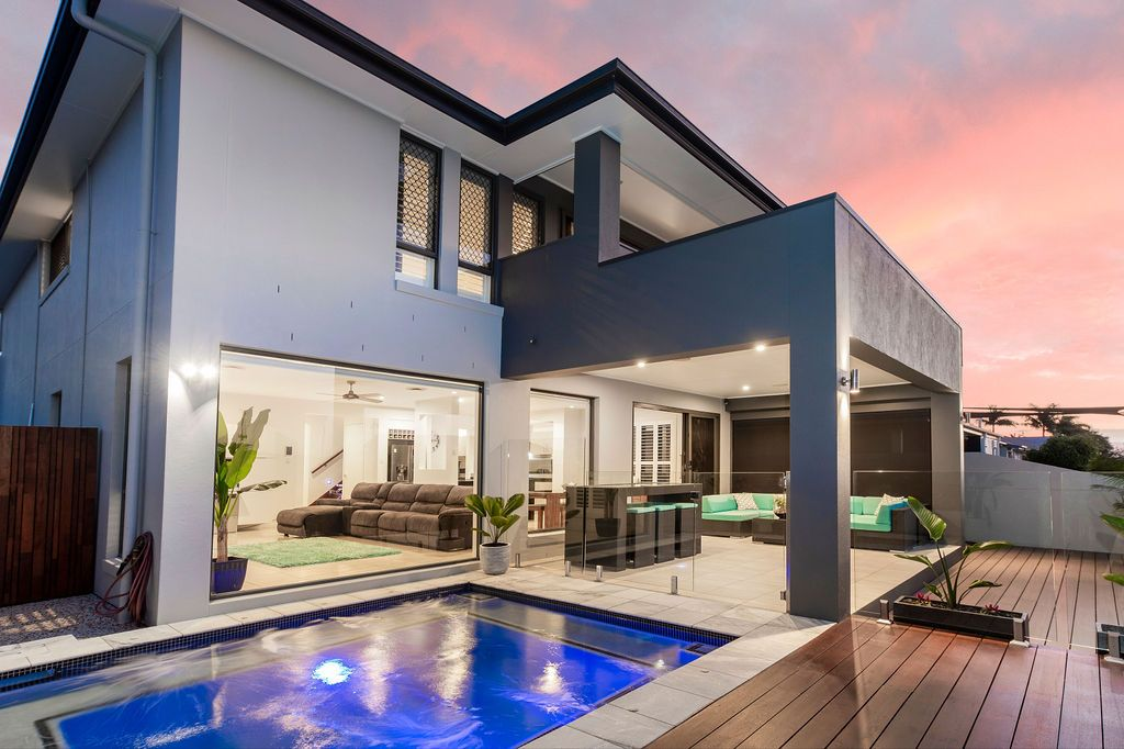 Modern Family Home in the Heart of Hope Island