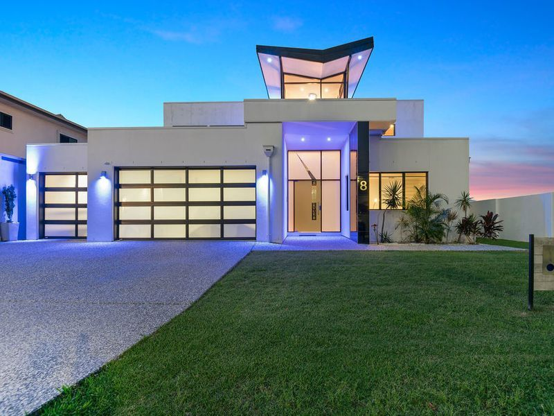 MUST BE SOLD – LUXURY FAMILY HOME WITH HUGE 6 CAR GARAGE
