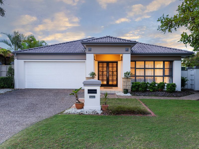 Gorgeous Gracemere Home Overlooking The Park