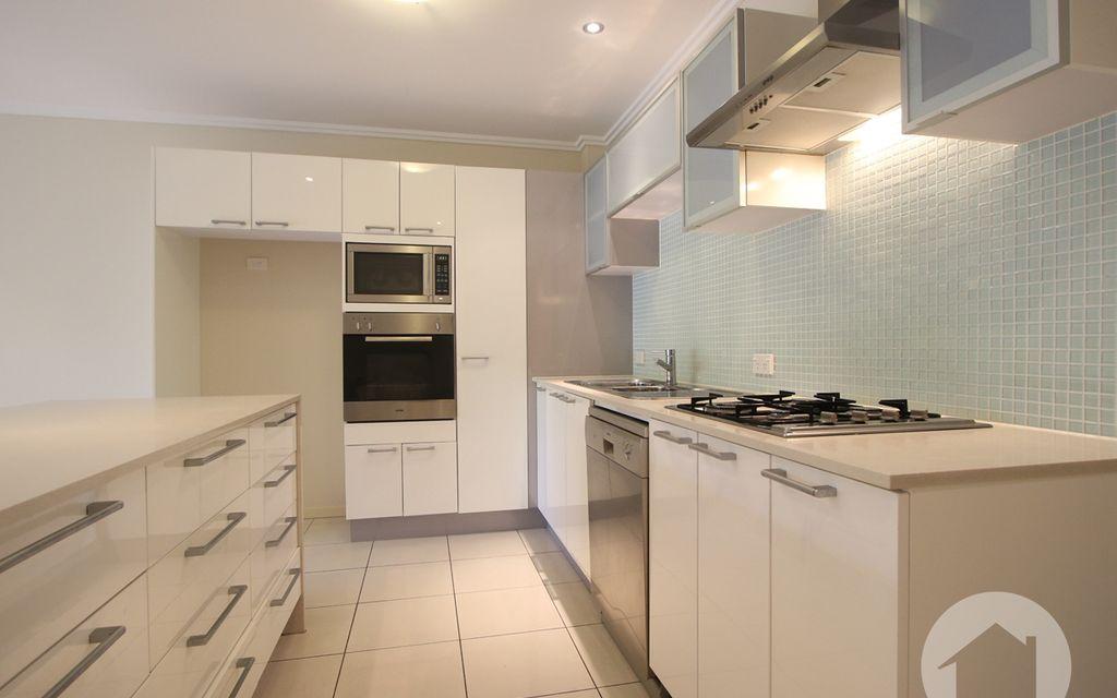 Modern 2 Bedroom plus Study Apartment Walking to Garden City