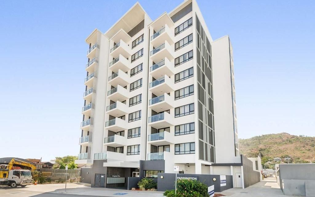 MODERN CITY APARTMENT, LIVE CLOSE TO EVERYTHING- FULLY FURNISHED