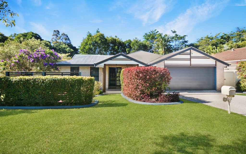 Large Parklakes home set in a quiet cul-de-sac backing on to nature reserve