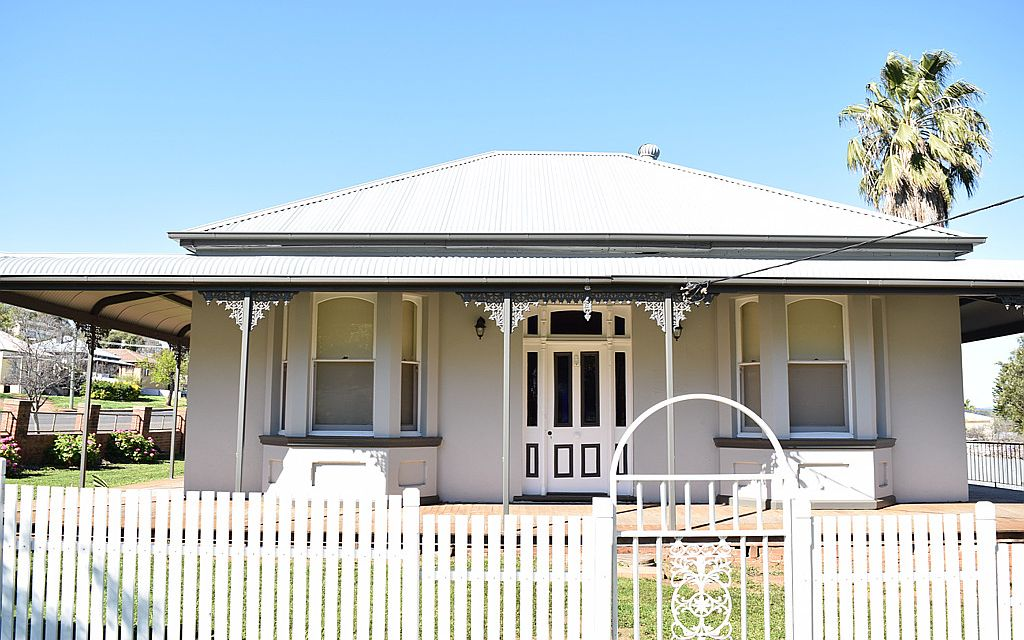 FULLY RENOVATED IN AN IDEAL LOCATION