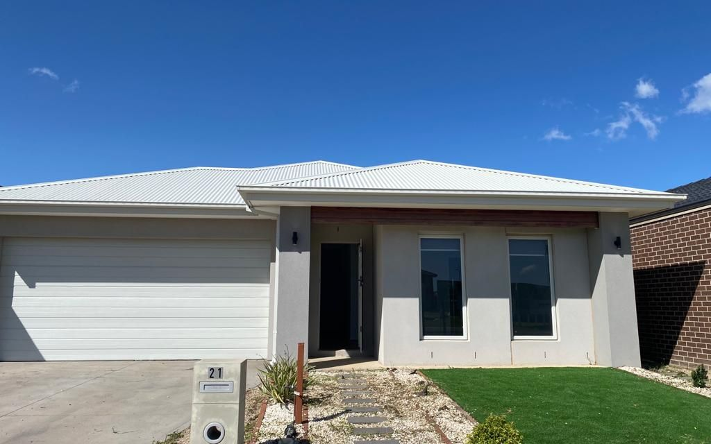 MODERN 4 Bedroom Home, perfect location in Tarneit