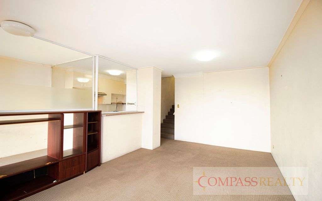 Unfurnished 2 Bedroom Apartment next to Central station! Brand new blinds!