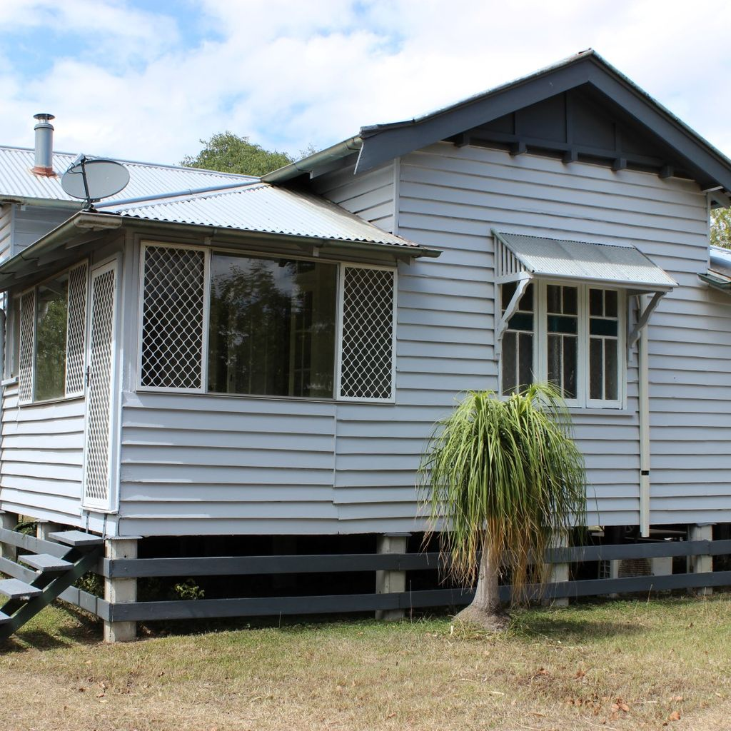 COUNTRY COTTAGE ON 1021M2