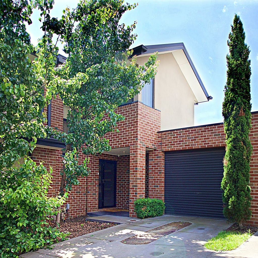 An Affordable Location Close to Good Schools, Train Stations and Shops!
